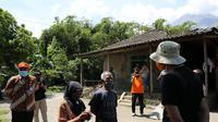 Gubernur Jawa Tengah, Ganjar Pranowo mengunjungi Dukuh Sambungrejo Desa Balerante Kecamatan Kemalang Klaten, Jumat (6/11/2020).