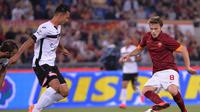 Adem Ljajic (kanan) saat berkostum AS Roma. Musim depan, Ljajic akan berkostum Torino setelah kubu AS Roma tak memakainya lagi.  (Reuters/Maurizio Brambatti)