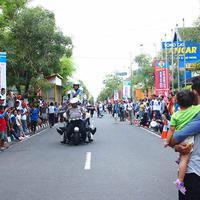 Netizen mencibir habis atraksi Aksi Keselamatan Lalu Lintas 2016 yang dibuat polisi Yogyakarta ini. Kenapa, ya?