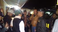 Masyarakat Karangpawitan menggeruduk kapolsek melaporkan aktiftas nabi palsu Sensen (Liputan6.com/Jayadi Supriadin)