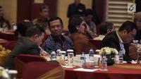 """Mantan Menteri Perindustrian, Saleh Husin saat menghadiri pembukaan seminar Komite Ekonomi dan Industri Nasional (KEIN) di Jakarta, Rabu (17/1). Seminar tersebut bertemakan """"Mengelolah potensi Ekonomi 2018"""". (Liputan6.com/Faizal Fanani)"""