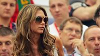 Istri David Beckham, Victoria, ketika mendukung Timnas Inggris pada Piala Dunia 2006. (AFP/Adrian Dennis)
