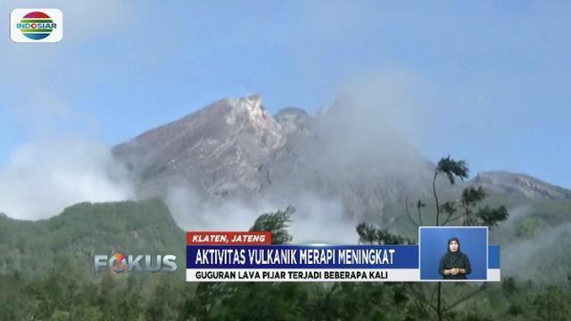 Abu dan lava pijar dari Gunung Merapi mengarah ke Sungai Gendol, warga diimbau waspada.