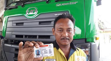 Salah satu sopir truk yang mendapat SIM B2 Umum dari UD Trucks
