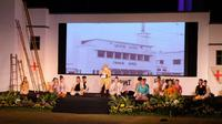 Wali Kota Risma membacakan sebuah puisi berjudul Memori Surabaya Merah Putih. (Foto: Dok Istimewa)