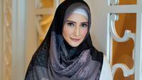 Inneke Koesherawati adalah artis Indonesia pada tahun 1990-an. Artis yang sudah mundur dari dunia hiburan ini tetap terlihat cantik menawan walaupun sudah berumur 42 tahun. (Foto: instagram.com/inekekoes)