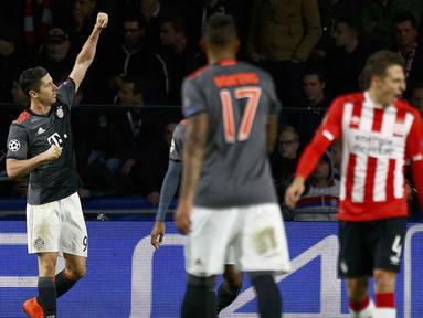 Ekspresi pemain Bayern Munich, Robert Lewandowski usai mecetak gol ke gawang PSV Eindhoven pada laga grup D Liga Champions di PSV Stadium, Eindhoven, (01/11/2016). (REUTERS/Michael Kooren)