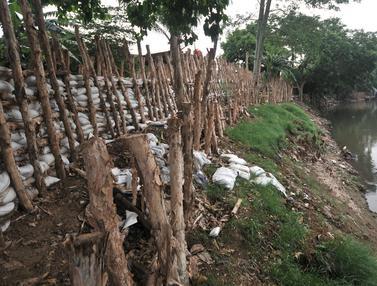 Antisipasi Banjir, Bantaran Sungai Ciliwung di Rawajati Dibangun Tanggul