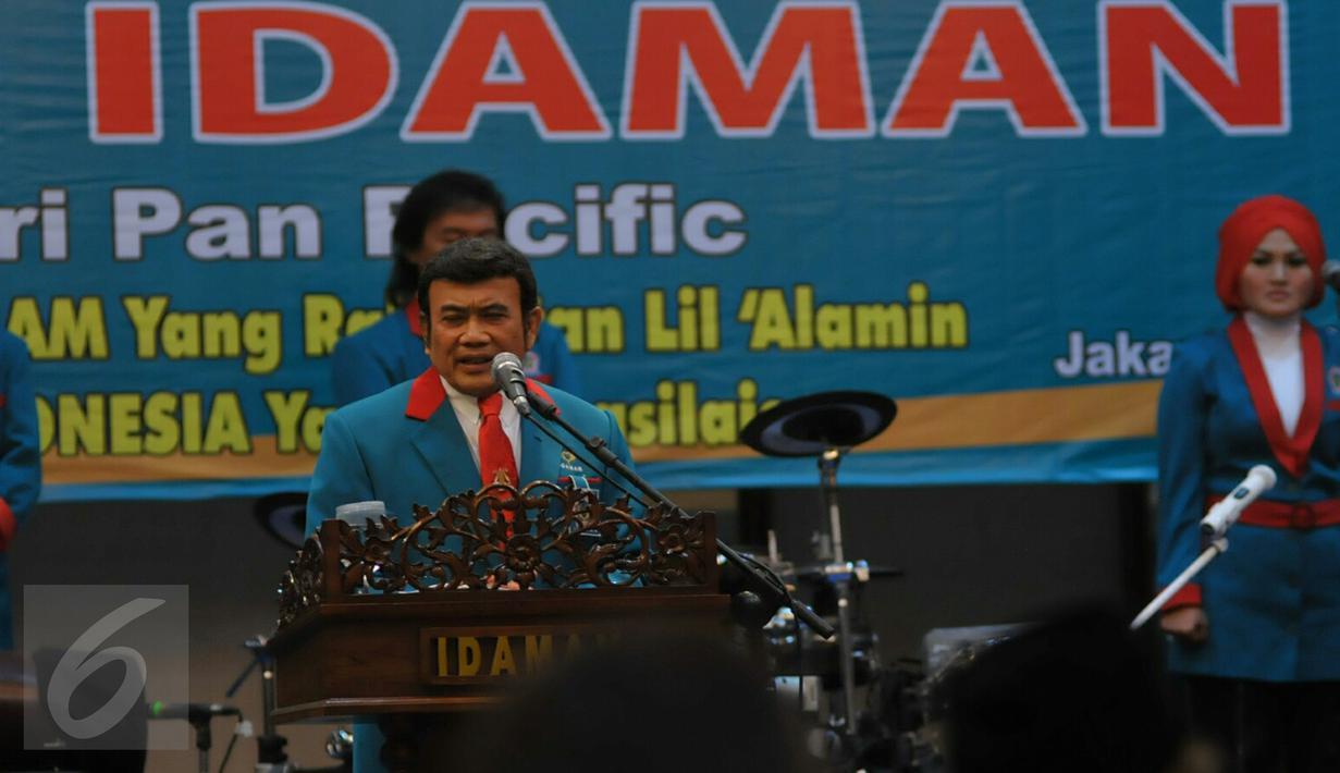Ketum Partai Islam, Damai, Aman (Idaman) Rhoma Irama memberi sambutan pada pelantikan 18 Dewan Pengurus Wilayah (DPW) Partai Idaman di Jakarta, Rabu (20/1).  Pelantikan itu dihadiri sejumlah pengurus partai dan artis dangdut. (Liputan6.com/Faisal R Syam)
