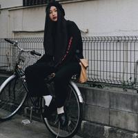 Bosan dengan gaya hijab yang itu-itu saja? Simak tren hijab nyentrik yang satu ini.