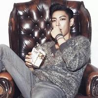 Kini T.O.P harus menyelesaikan 520 hari masa tugasnya. Seperti yang dilansir dari Naver, ia tampak sudah kembali menjalankan tugasnya, walaupun ia menutupi wajahnya dengan masker. (Foto: allkpop.com)