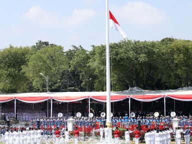 Suasana upacara Peringatan Hari Kemerdekaan ke-71 RI di Istana Merdeka, Jakarta, Rabu (17/8). Upacara ini rutin digelar setiap tahunnya setiap 17 Agustus. (Liputan6.com/Faizal Fanani)