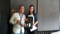 Director of Marketing and Communication PT Erajaya Swasembada Djatmiko Wardoyo dan Head of Gadget Accessories and IoT PT Erajaya Swasembada Gabriela Halim di saat acara Halalbihalal di Jakarta, Senin (24/7/2017). (Liputan6.com/Agustin Setyo Wardani)