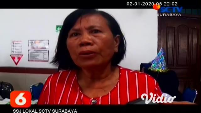 PT KAI Daop 8 Surabaya menerjunkan tim dokter umum dan empat tenaga paramedis di setiap stasiun, di wilayah daop 8 Surabaya. Keberadaan tim tersebut guna pengecekan kesehatan gratis terhadap pada para penumpang kereta api (KA) di stasiun maupun di at...