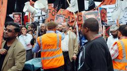 """Citizen6, London: Ini adalah bentuk Solidaritas Untuk umat muslim di Timur Tengah. Seperti firman Allah SWT: """"Antara umat muslim yg satu dengan yang lain adalah bersaudara"""". (Pengirim: Apriyanto Hardi)"""
