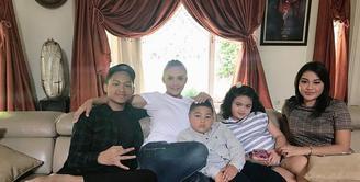 Krisdayanti dan anak-anaknya