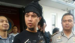 Polda Jatim Serahkan Ahmad Dhani ke Kejaksaan (Liputan6.com/Dian Kurniawan)
