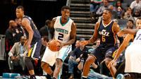 Charlotte Hornets meraih empat kemenangan beruntun dengan menundukkan Utah Jazz, di Phillip Arena, Kamis (10/10/2016). (Bola.com/Twitter/NBA)