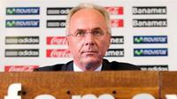 Mexican national football team coach, Swedish Sven-Göran Eriksson listens to a question during a press conference in Mexico City on July 10, 2008. AFP PHOTO/Luis Acosta