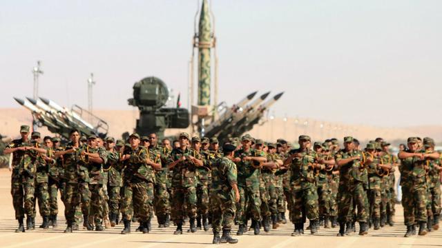 Pasukan Libya di bawah Haftar ambil bagian dalam parade militer di kota timur Benghazi (Abdullah Doma / AFP )
