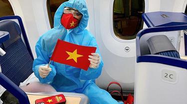 Terbang ke Amerika, Miss Universe Vietnam 2020 Pakai APD di Pesawat