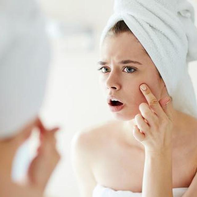 8 Cara Aman dan Cepat Makeup untuk Wajah Berminyak dan Berjerawat - Fashion & Beauty Liputan6.com