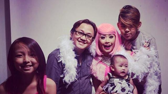 Pinkan Mambo Rawat 5 Anak Tanpa Bantuan Baby Sitter Showbiz Liputan6 Com