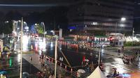 Kawasan Sarinah, Jakarta Pusat usai diguyur hujan di malam pergantian tahun, Selasa (31/12/2019) malam. (Liputan6.com/Muhammad Radityo Priyasmoro)