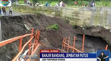 Dengan ambruknya jembatan, warga harus memutar arah dengan menempuh jarak 20 kilometer.