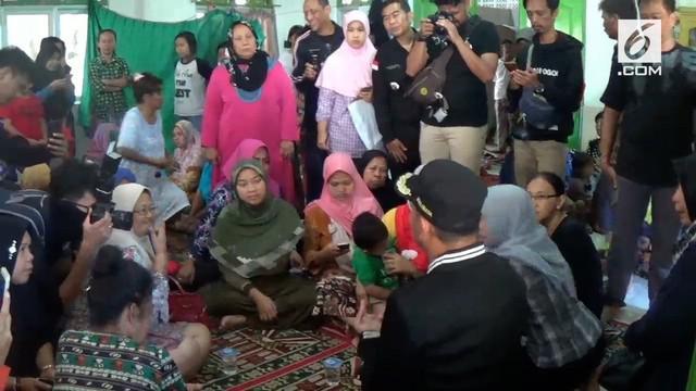 Warga korban puting beliung di Bogor mengungsi dan butuh bantuan dari masyarakat.