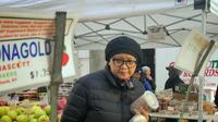 Retno Marsudi saat berkunjung ke pasar di New York (Dok.Instagram/@retno_marsudi/https://www.instagram.com/p/Bv0CBMDgubf/Komarudin)