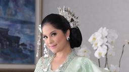 Penampilan terbaru Annisa berkebaya adalah saat perayaan HUT RI ke 74 di Istana Merdeka. Annisa mengenakan Busana Nasional dengan Sentuhan Minang, Sumatera Barat. Busana yang dikenakan Annisa senada dengan busana AHY saat itu. (Liputan6.com/IG/annisayudhoyono)