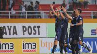 Arema Cronus unggul sementara 2-1 pada babak pertama atas Sriwijaya, Kamis (8/12/2016) di Stadion Kanjuruhan. (indonesiansc.com)