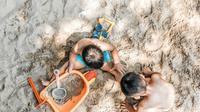 Ilustrasi anak-anak bermain di pantai (unsplash)