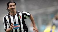Fabio Capello mengatakan Zlatan Ibrahimovic harus menghabiskan banyak waktu untuk melatih tendangannya ketika awal tiba di Juventus. (AFP/Filippo Monteforte)