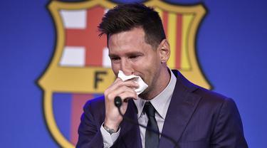 Krisis keuangan yang menimpa Barcelona dan mulai terkuak sejak akhir musim 2020/2021 lalu telah menimbulkan kebijakan-kebijakan yang akhirnya justru dimaknai sebagai dosa-dosa klub. Tentu saja yang paling menghebohkan adalah hengkangnya Lionel Messi. Dosa lainnya? (Foto: AFP/Pau Barrena)