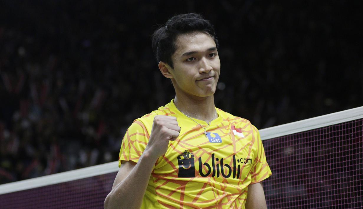 Tunggal putra Indonesia, Jonatan Christie, merayakan kemenangan atas tunggal China pada Indonesia Masters 2019 di Istora Senayan, Jakarta, Kamis (24/1). Jonatan lolos ke perempat final. (Bola.com/M. Iqbal Ichsan)