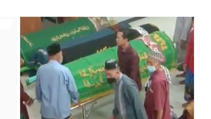 Cek Fakta Liputan6.com menelusuri klaim video lima jenazah meninggal bersamaan setelah divaksin