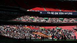 Pertandingan ini menjadi ajang uji coba kembalinya para penggemar sepak bola ke stadion di tengah pandemi Covid-19. (Foto: AFP/Pool/Carl Recine)