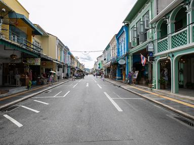 Sebuah jalan yang kosong di Phuket, Thailand (13/9/2020). Pusat Administrasi Situasi COVID-19 Thailand pada Senin (28/9) mengatakan pihaknya akan mengizinkan lebih banyak kategori warga asing masuk ke Thailand mulai Oktober mendatang dan seterusnya. (Xinhua/Zhang Keren)