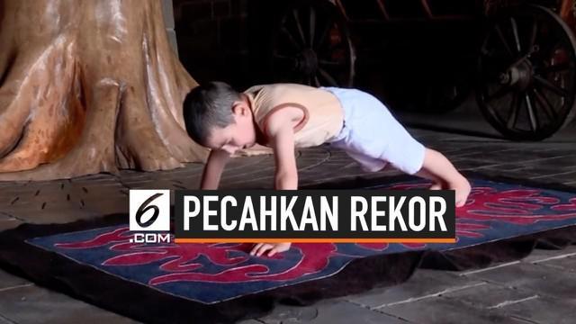 Seorang anak laki – laki berusia 6 tahun berhasil memecahkan rekor di Rusia. Ibrahim berhasil melakukan push up sebanyak 3270 kali selama 2 jam.