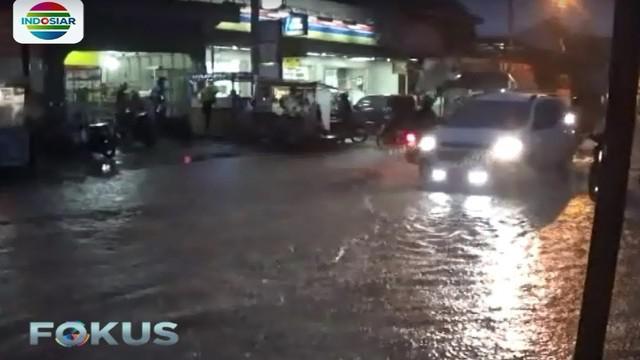 Jalan protokol di Tasikmalaya yang terendam banjir yaitu Jalan Siliwangi. Banjir juga terjadi di Jalan SL Tobing dan Simpang Tiga.