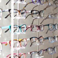 Ilustrasi kacamata (Photo by Scott Van Daalen on Unsplash)