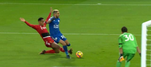 Berita video highlights Premier League 2017-2018, Leicester City vs Watford, dengan skor 2-0. This video presented by BallBall.