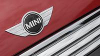 MINI Cooper dilego dengan harga Rp 479 juta, sementara MINI Cooper S bisa dikendarai dengan merogoh kocek sebesar Rp 649 juta.