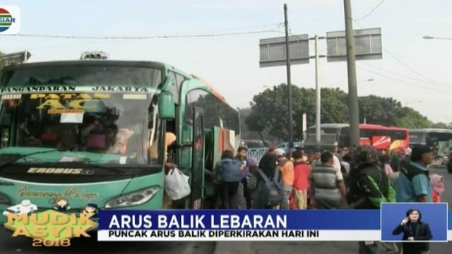 Bus-bus yang membawa penumpang arus balik di Terminal Kampung Rambutan berasal umumnya dari berbagai kota di Pulau Jawa.