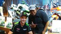 Juara Superbike 2017, Jonathan Rea, belum memikirkan soal peluang untuk turun pada ajang MotoGP. (Bola.com/Muhammad Wirawan Kusuma)