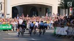 Peserta saat mengikuti Tour de France (TdF) 2019 dari kota Brussels, Belgia (7/7/2019). Kota Brussels mempresentasikan markas baru di Place Brouckère. Brussels akan memulai Tur 2019, diikuti Nice pada 2020 dan Kopenhagen pada 2021. Ini adalah edisi ke-106 Tour de France. (Liputan6.com/HO/Arie Asona)