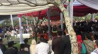 Prosesi pemakaman Ani Yudhoyono di TMP Kalibata, Jakarta Selatan, Minggu (2/6/2019).(Liputan6.com/ Lizsa Egeham)