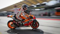 Marc Marquez, pembalap Repsol Honda, menguasai sesi latihan bebas pertama MotoGP Malaysia 2016 di Sirkuit Sepang, Jumat (28/10/2016). (AP Photo/Vincent Thian)